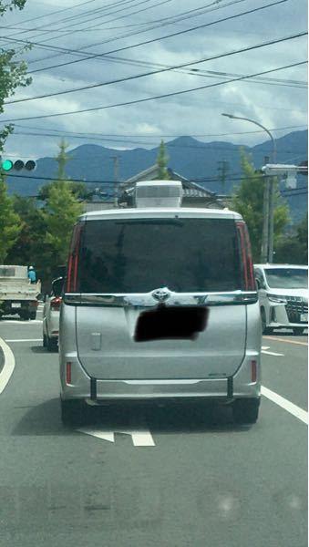 この自動車の屋根に付いている物は何ですか?