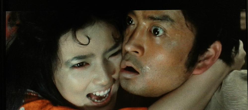 これ何の映画か分かる人いますか。 日本の恐怖映画らしいんですけどタイトルが分かりません。 (これは予告編の場面です)