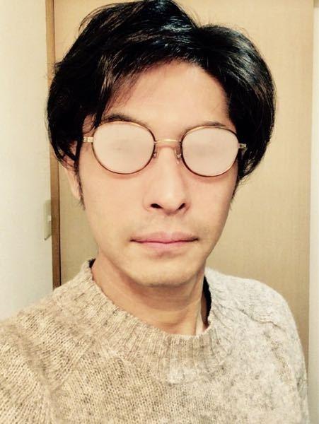 眼鏡とエアコンをかけて 車の運転をなさる方に質問致します。 コンビニ等に寄る為に降車したとたん 眼鏡が曇っても そのまま店内に入り そのお店のエアコンパワーで 眼鏡の透明度を復活させたりしますか?