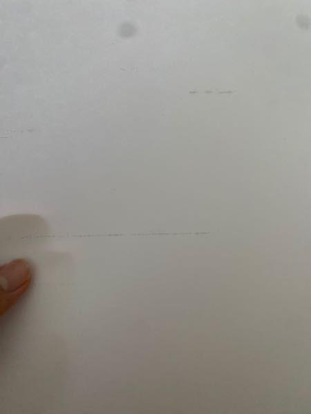 EPSONのプリンターを使っているのですが インクを変えてもこのような変な線が入るだけで 印刷ができません。どうすれば良いでしょうか?