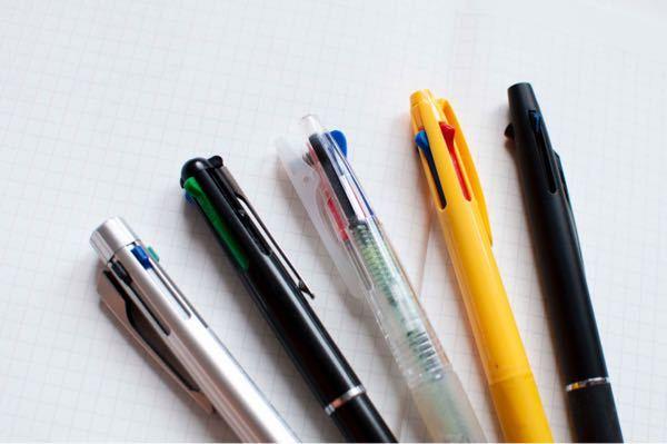 写真に写ってる黄色のペンの詳細がわかる方はいらっしゃいますか? https://nichi2.com/multi-colors-pen/