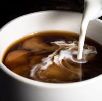 コーヒーは ブラック ミルクと砂糖入り ミルク入り 砂糖入り のどれが好きですか?  私はミルクと砂糖入りが好きです☕