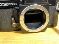 フィルムカメラについてです。 Xr1000sを安く中古で買ったのですが、巻き上げる時ミラーが途中まで上がってしまいシャッターボタンが反応しません。この場合、修理費はどれくらいになりそうですか? 上手く巻き上げられる時もあります。 また、途中まで上がったミラーは手で触るとガシャンとミラーは戻ります。 他にシャッターボタンを押して逆さまにすると同じようにシャッター切れます。 また、シャッタースピ...