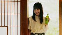 有村架純さんのおーいお茶のCMの衣装のブラウスはどこのですか?