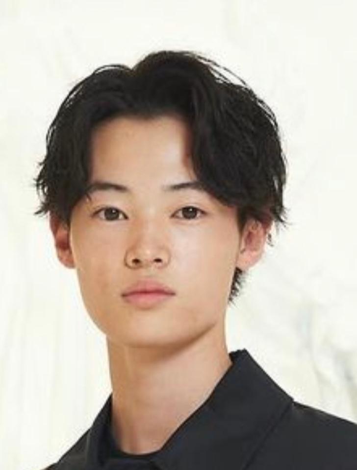 窪塚洋介の息子をさっき知ったんですけど彼は、目が可愛らしい感じですね? 鼻と口も庶民的で好感あり。