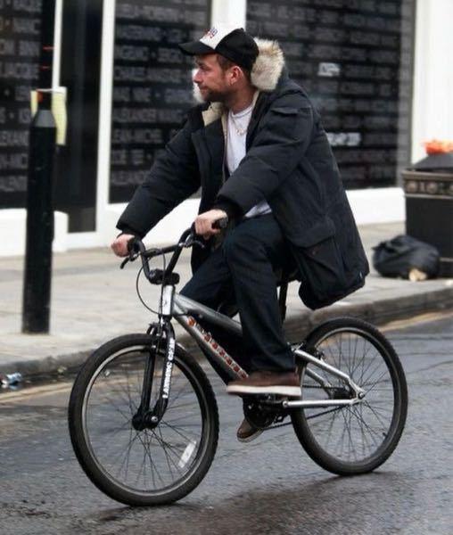 これはBMXですか?マウンテンバイクですか? またメーカー名がわかる方がいれば教えていただきたいです。