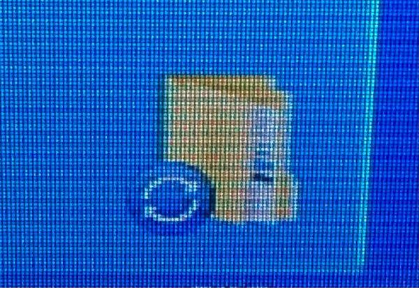 先ほど画像を載せるのを忘れました。 質問はさっきの通りです。再掲載します。 Dropboxをインストールしました。するとパソコンのファイルに変なマークが付きました。 具体的には、緑色の丸いマークの中に、白いチェックマークのような印のものと、もう一つは、青色の丸いマークの中に、時計周りの白い丸まった矢印が2つ表示されるものと2種類あります。 これって、どういう違いなのでしょうか? ちなみに、スマホにもDropboxはインストールしてあります。 詳しい方、教えてください。 どうぞよろしくお願いいたします。