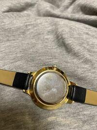 写真の時計の電池交換はどうしたらいいでしょうか 時計はダイソーの時計です
