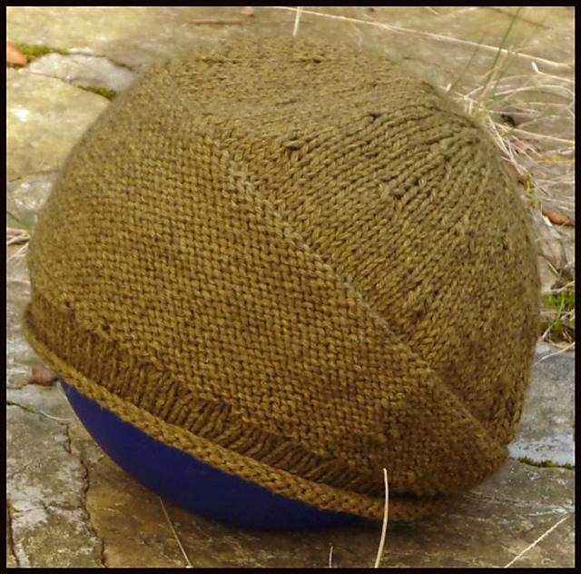 海外の編み図に詳しい方、ご教授ください。 写真のような、アシンメトリーな帽子が編みたく、 海外のパターンを参考にして、編み始めました。 作り目86で始めて、 ブリムを増目して、128 stsにし...
