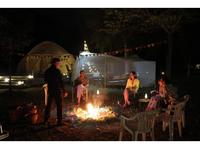 【超危険?】キャンプ・バーベキューがこのご時世でブームになってますが、中州でそれをやる人たちがいます。危ないと感じないのでしょうか?