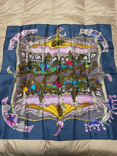 エルメスに、詳しい方お願いします。 このスカーフの柄はなんと言う種類のものでしょうか? また本物なんでしょうか?? いくら調べても出てきません。 ご協力お願いします ♂️