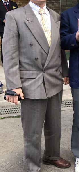 スーツに関する質問です。 今年度の成人式で父のスーツを借りることになりました。 かなり体格が違うので、裾直しなどをお願いしたいのですが、どういう所へ持っていったら良いのでしょうか?? 普通に洋服の青山や、アオキなどで良いのでしょうか?? よろしくお願いします。