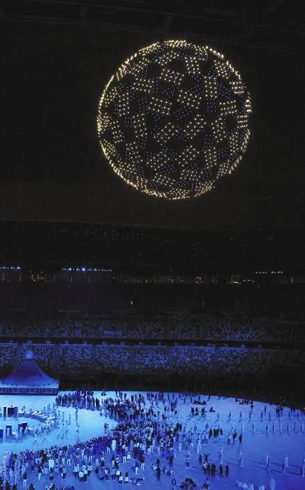 写真のように、多数の点(球)で球体にしたものをAdobeのソフトで作りたいのですが、どのようにすればよいでしょうか?
