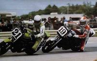 なぜアメリカのスーパーバイク選手権て人気がなくなったのですか。 ・・・・・・・・・・・・・・・・・・・・・・・・・・・・・・ 最近はスーパーバイクといえば欧州のSBKのことみたいになっていますが。 よく分からないのですが。 昔はスーパーバイクといえばアメリカのAMAのことだったと思うのですが。 確かに昔はクーリーとかスペンサーとかローソンとかレイニーとかシュワンツとかスターライダーが多かった...