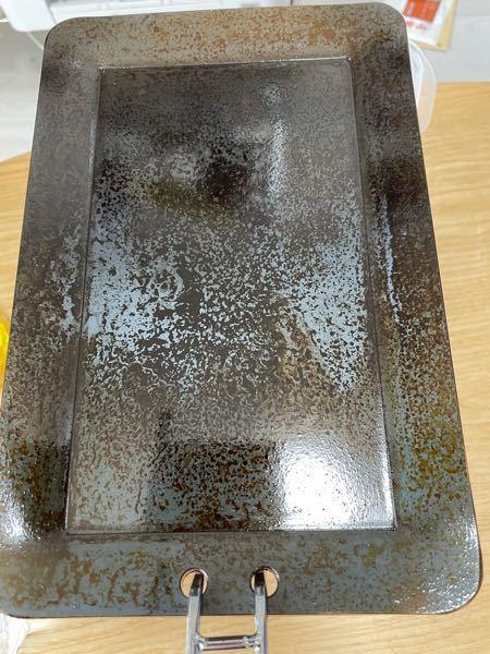 シーズニングでオリーブオイルを使いました。オリーブオイルは使うな、サラダ油を使えという記事をみましたが、やり直すべきですか。 写真はシーズニング後の鉄板になります。