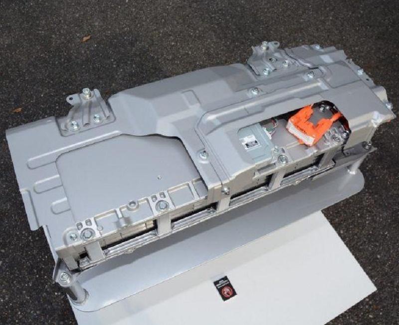 トヨタ自動車のアクアに搭載されているバイポーラ型ニッケル水素のおおよその重量はどのくらいあるのでしょうか。