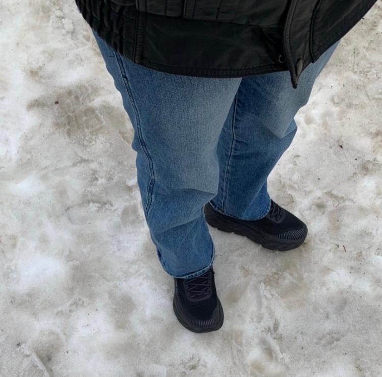 この靴どこで買えるか、なんて靴かわかりますか?