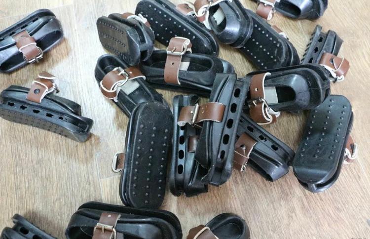 AK用のパーツについて ストックにつけるゴム製のストックカバーは日本の税関で止められますか?