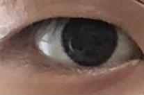 高2女子です この目なんですけど アイプチで垂れ目で可愛い系に する事はできますか? あとノリはどのように塗ればいいですか? よろしくお願いします