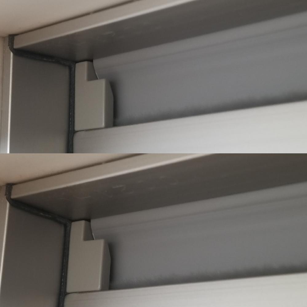 TOTOサザナ スッキリドア(上部に通気口がついているタイプ)を現在使用している方に質問です。 今回、TOTOサザナのユニットバスにリフォームしまして、上部に通気口がついている浴室の入口がスッキリドアというものになったのですが、浴室内の窓は完全にしめて、浴室の入口のスッキリドアも完全にしめた状態で、換気扇をまわしても、通気口が開いている様子がありません。 現在スッキリドアを使用されている方は換気扇をまわすと通気口はどのようになっていますか? ちなみに、2枚の写真は、換気扇をまわしていない状態とまわしている状態のそれぞれの写真です。 もっとパカッとあくのかと思っていたのですが、こんなにあいてるかあいてないかわからない程度の通気口なのでしょうか? 同じ製品を使用中の方、教えて下さい。