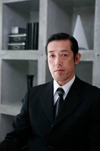 「カイジファイナルゲーム」は、なぜ黒崎役の俳優を変えてしまったのでしょうか?嶋田久作さんの方が黒崎っぽいですし、吉田鋼太郎のどこか間の抜けた雰囲気があんまり黒崎っぽくなかった気がします。 話題性だけで変えてしまったのでしょうか?