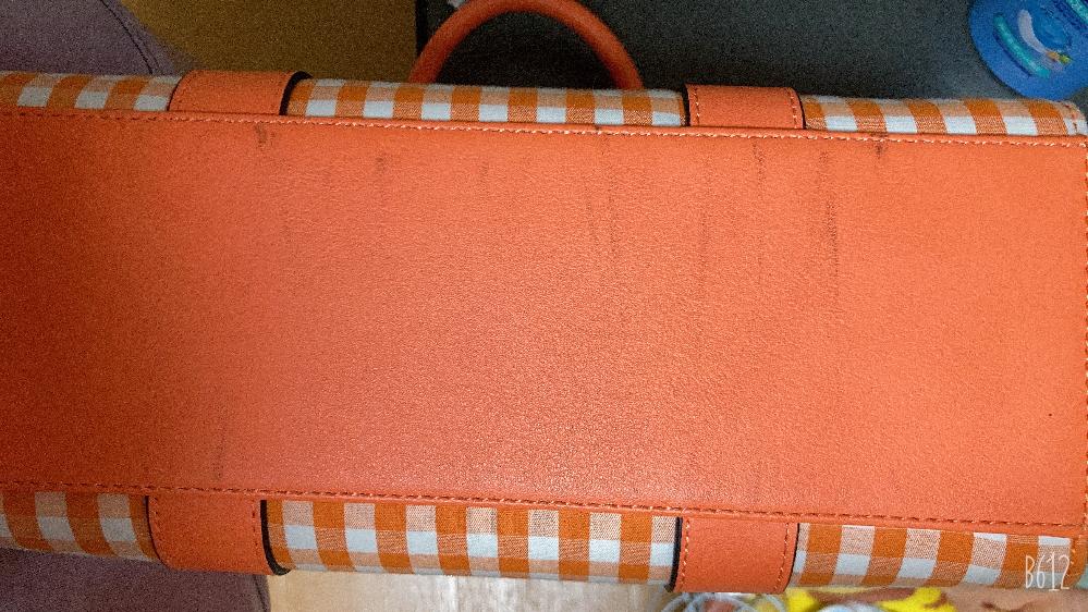 このバッグの汚れの落とし方わかる方いますか?!
