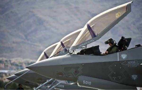 なぜF-35はキャノピーが前に開くのですか?今までの戦闘機は後ろや横に開いていましたよね?