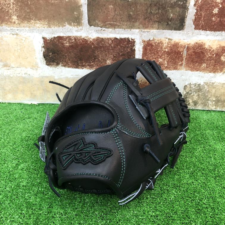 このグローブって高校野球で使えますか? 品番 :ysr-001 モデル :SS036型 守備位置: 内野手用(オールポジション) カラー : ブラック ステッチ: グリーン 生産国 :日本製