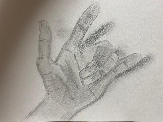 手のデッサンをしたので、経験者の方厳しめにアドバイスお願いします。具体的にしてくださると助かります。
