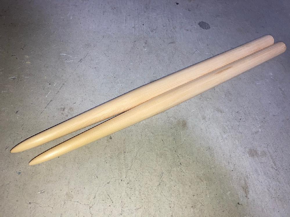 太鼓の達人のマイバチを作りました。米ヒバ 、太さ20mm、長さ39cmで作ってみたのですが、評価お願いします!