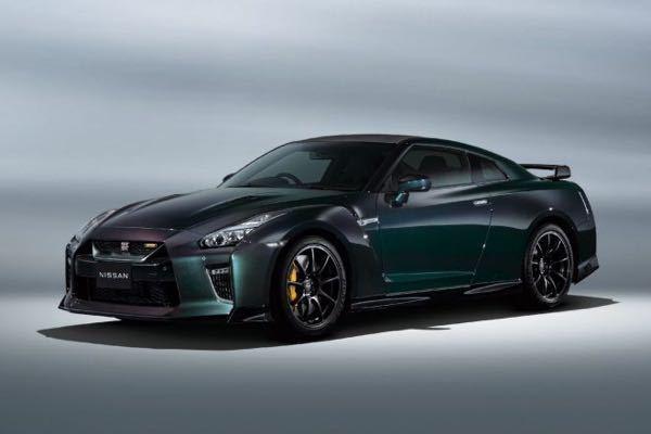 日産は現行GT-Rを、あと何年売り続けるつもりなのでしょうか? というか、次期モデルはあるんですかね?