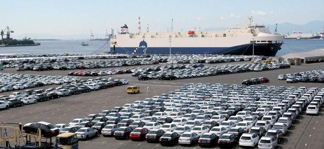 「日本車は欧州では通用しない」などとマウントする人がいますが。 ・・・・・・・・・・・・・・・・・・・・・・・・・・・・・・ レクサスはベンツやBMWに比べたらまだまだ。 ホンダはルノーやワーゲンと比べたらまだまだ。 などとマウントする人がいますが。 よく分からないのですが。 日本車て欧州で通用する必要があるのですか。 よく分からないのですが。 日本車の最大の輸出先はアメリカだと思うのですが。 よく分からないのですが。 日本車は欧州よりアメリカで通用するクルマを目指すべきなのでは。 と質問したら。 日本車は欧州にも輸出している。 という回答がありそうですが。 ですがあのトヨタですら欧州でのトヨタ車率て3%くらいだと聞きましたが。 それはそれとして。 アウトバーンで日本車は通用しないとマウントする人がいますが。 よく分からないのですが。 日本車がアウトバーンで通用する必要があるのですか。 よく分からないのですが。 日本車はアメリカで通用すればいいのでは。 よく分からないのですが。 欧州で通用する日本車て意味がないのでは。