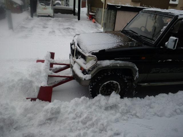 冬の雪対策で質問です。自家用車に排土板(スノープラウ)を取り付け除雪しようと考えてるのですが幅、長さ(車に対しての)公道ではどこまで許されるのですか? もちろん工具無しでの取り外しはできるとして。