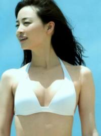 新井恵理那アナウンサーは胸を寄せないと無いのですか?