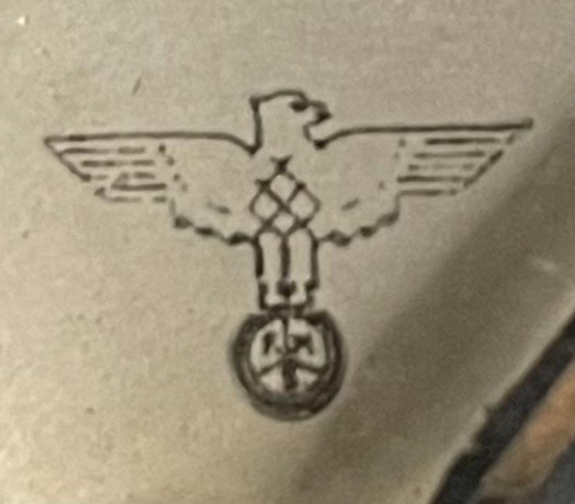 このマークはどこの時計メーカーのものですか? 祖父の家にあったかなり古い時計のロゴです Germanyとあるのでドイツだと思われます よろしくお願いします
