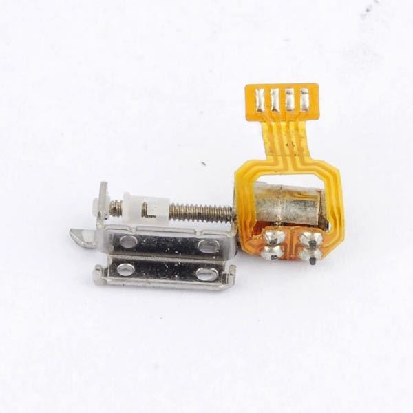 電子工作のことで質問です。 マイクロステッピングモータをラズベリーパイに繋ぎたいのですが、このような製品はどのように繋ぐのでしょうか? はんだ付けも試みましたが、あまりにも小さく困難でした。 専用のコネクタなどがあるのでしょうか? その場合、どのような名称のコネクタか教えていただけるとありがたいです。
