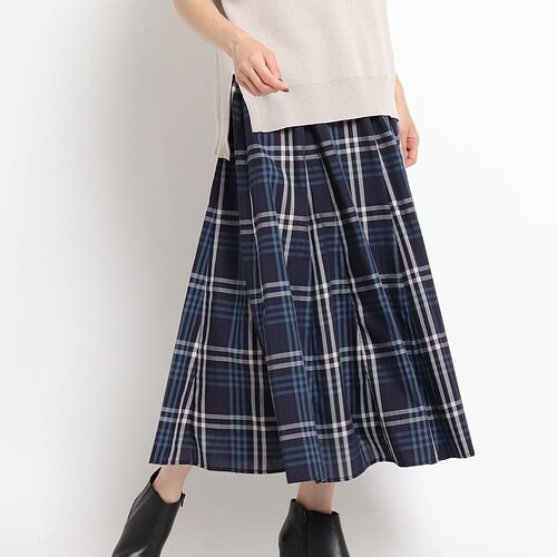 男性がこういうロングスカート穿けるのは若いうちだけですか?