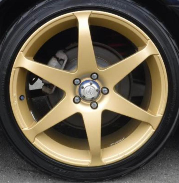 車のホイールに詳しい方 どのメーカーのホイールかわかりますか?
