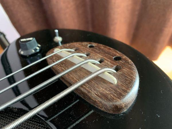 ZO-3ベース(PIE-ZO)の弦高調整について質問です。 先日オークションでZO-3ベースを購入したのですが、弦高が6弦12フレットで4mm、1弦12フレットで3mmとずいぶん高いなと感じま...