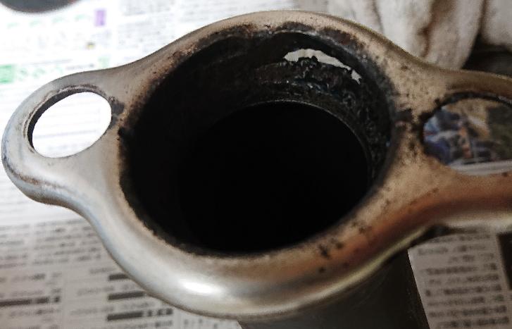 自動車の球面フランジで溶接箇所ではない場所なのに穴が開きました。よくある事なんですか?それともハズレクジを引いてしまったのでしょうか?車は車庫に入れてますし海辺ではありません。