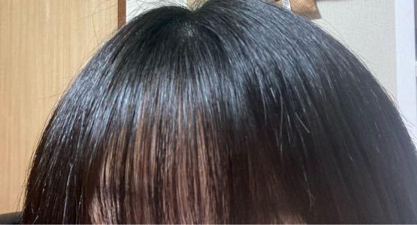 髪が左右非対称なんですけどどうしたら対象的になりますか?多分伸ばしかけの前髪が左のが多いのかなと感じるのですが…