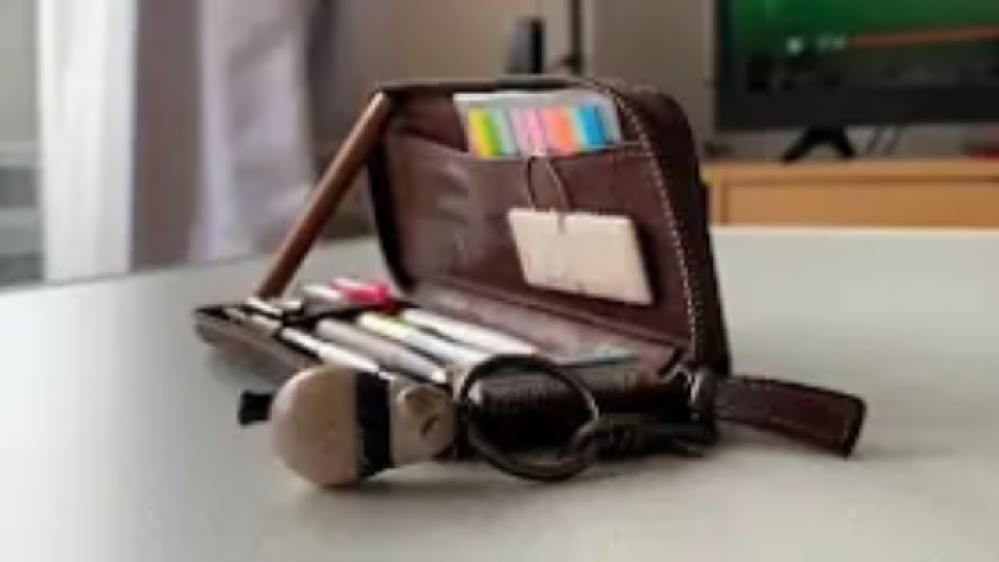 プエブロレザーペンケースの類似の筆箱ってどんなものがありますか? ↓の写真のようなモノです。 心当たりがある方教えて欲しいです!