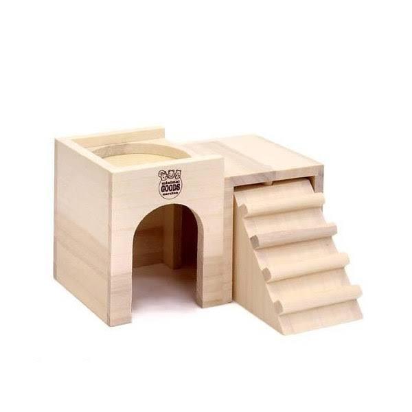 ハムスターの巣箱について教えていただきたいことがあります。 今画像の2階でごはんという木製の巣箱を使用しているのですが、なぜかハムスターが入口の方ではなく階段の下の部分から出てきます。(巣箱全体が床材で持ち上がって階段の下とケージの下に隙間ができている感じです。) そしてそこから出てくる時に頭が潰れそうになっていてすごく心配になってます。 床材で隙間を埋めてみたり、床材を平にしたりして階段とケージの下の部分に隙間が出ないようにしてもハムちゃんが隙間を作ってしまいます。これはやはり危ないでしょうか? 巣箱をほかのものに変えた方がいいですか?また、階段部分だけ外すというのはどうなんでしょうか? ハムスターに詳しい方教えてください、よろしくお願いします。