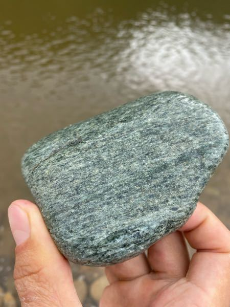 この石の名称を教えてください。 河原で拾いました。