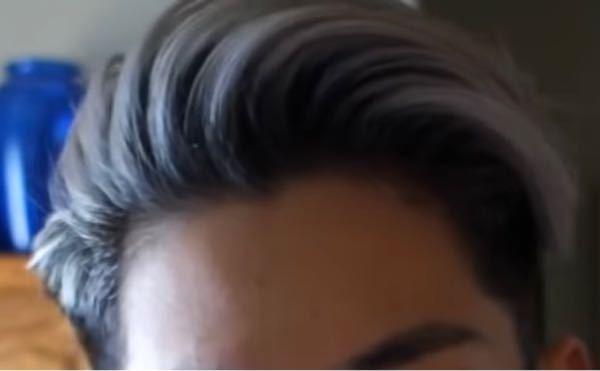 この写真のように前髪を立たせつつ、横に流せるヘアセットの方法を教えてください! 作りたい髪型は七三分けみたいな感じです。髪の長さはすでに写真と同じくらいあります。 おすすめのワックス、スプレーなどあれば教えていただきたいです。 自分は髪質のせいか技術のせいか、前髪が立ち上がらずへたってしまいます。よろしくお願いします! 出典: https://youtu.be/VZmRM7XP_XY
