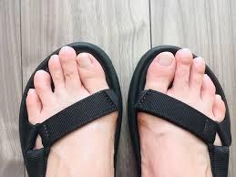 足の指は、醜い、きたいない箇所? サンダルや穴あきは快適だがオシャレではない?