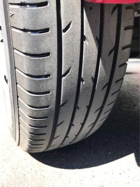 中古車を購入検討しています。 この2万キロほど走った車なのですがこのタイヤのひび割れはタイヤ交換の可能性があるでしょうか?