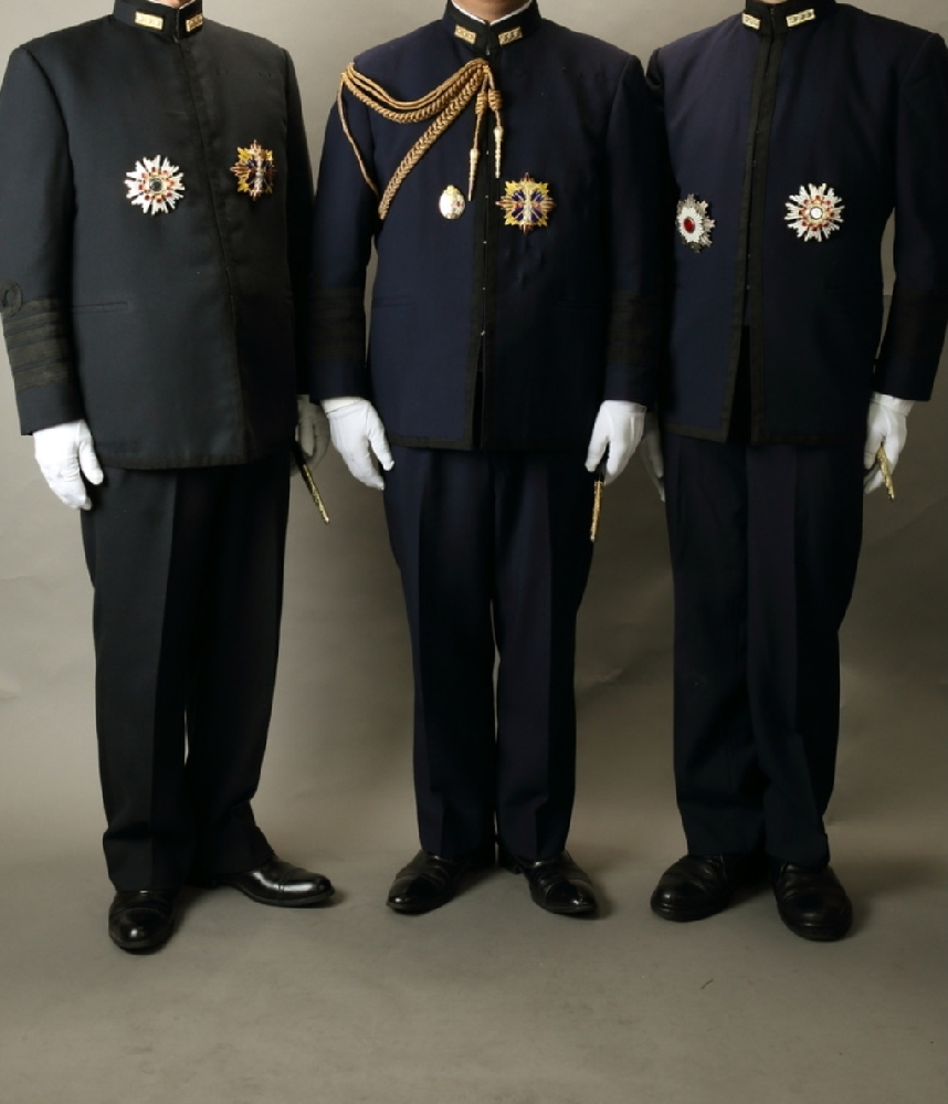日本海軍 第一種軍装は濃紺と黒色があるのですがこれは何故ですか?