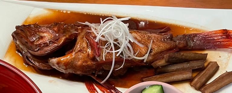 調理済みなのですがこの魚の名前がわかる方いますか?ちなみに料理名は煮付けです。