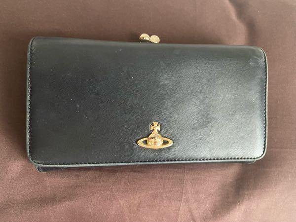 こちらのヴィヴィアンの財布が他のサイトなどに見つからないのですが、偽物だったりしますか? がま口部分に土星のデザイン、中にもヴィヴィアンの型押しがされています。